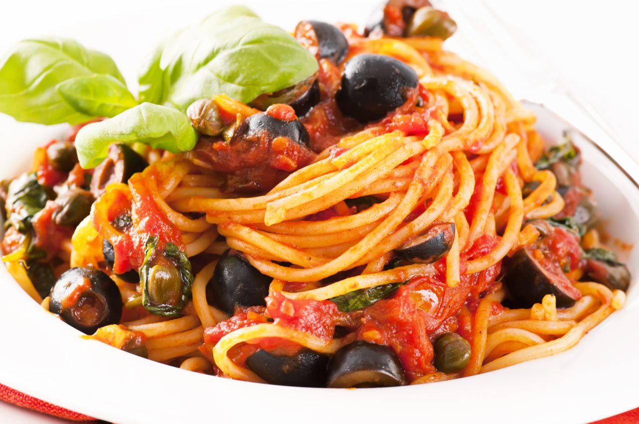 Pasta Puttanesca - Ricetta - Recipe - Gustorotondo Italian food boutique