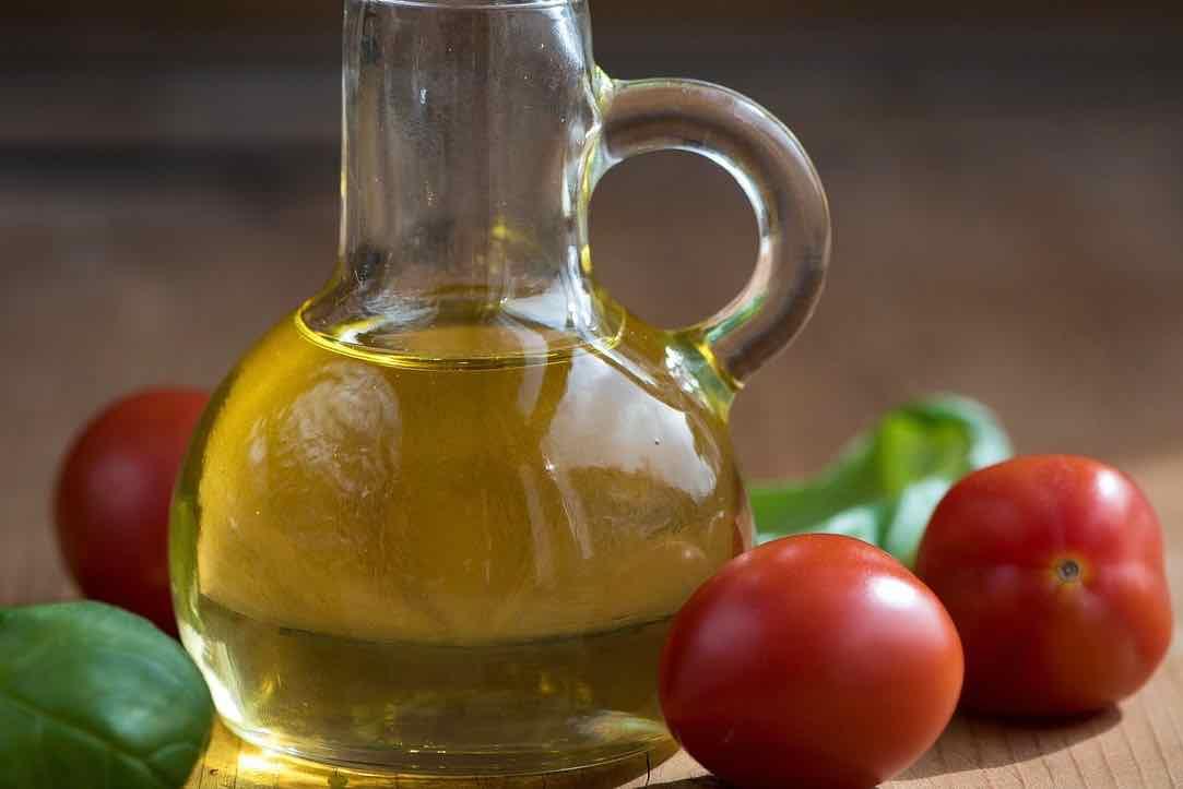olio bottiglia pomodori - oil bottle tomatoes - Gustorotondo Italian food boutique - I migliori cibi online - Best Italian food online - spesa online