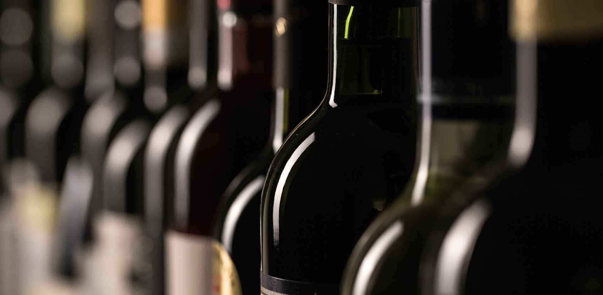 bottiglie di vino - wine bottles - Gustorotondo Italian food boutique - I migliori cibi online - Best Italian food online - spesa online