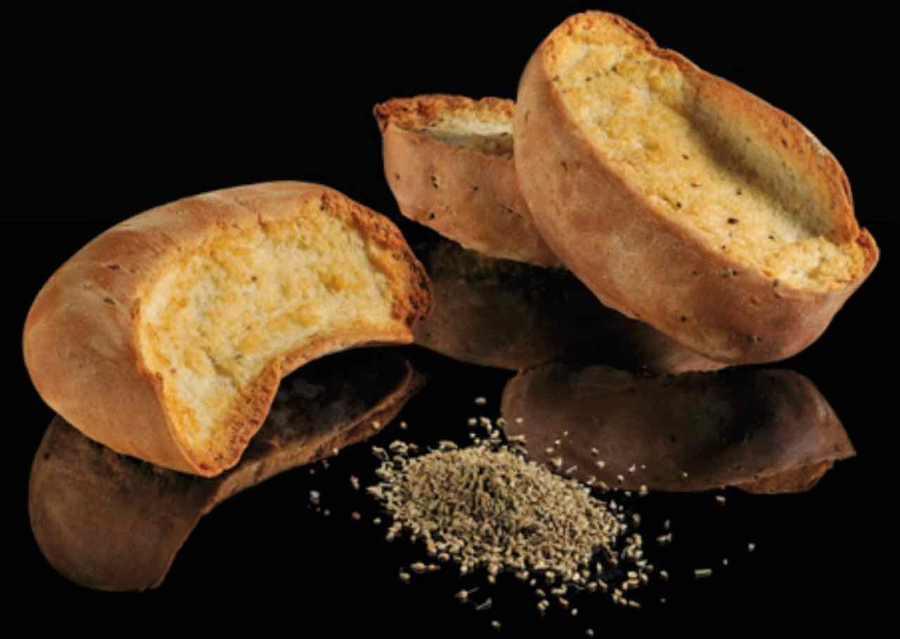 Biscotti Cantucci ricetta originale - Cantucci biscuits original recipe - Gustorotondo Italian food boutique - I migliori cibi online - Best Italian food online - spesa online