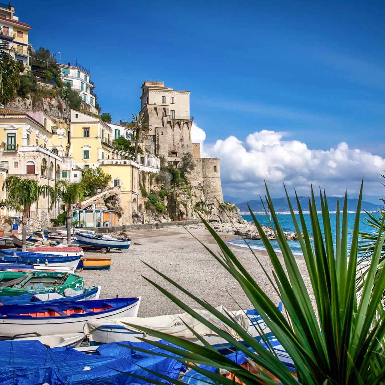 Cetara – costiera amalfitana – spiaggia mare barche – Gustorotondo – spesa online – Artigianalità italiana, per un mondo più sostenibile – vendita online dei migliori cibi italiani artigianali